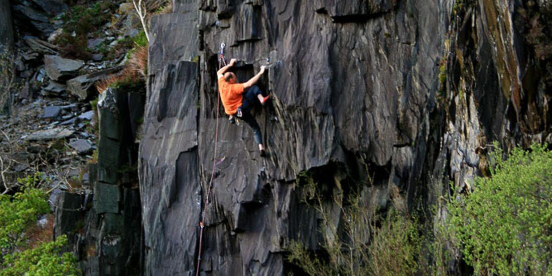 GeorgeSmith_7b_BusStopQuarryLlanberis_KL-Wales (jpg)