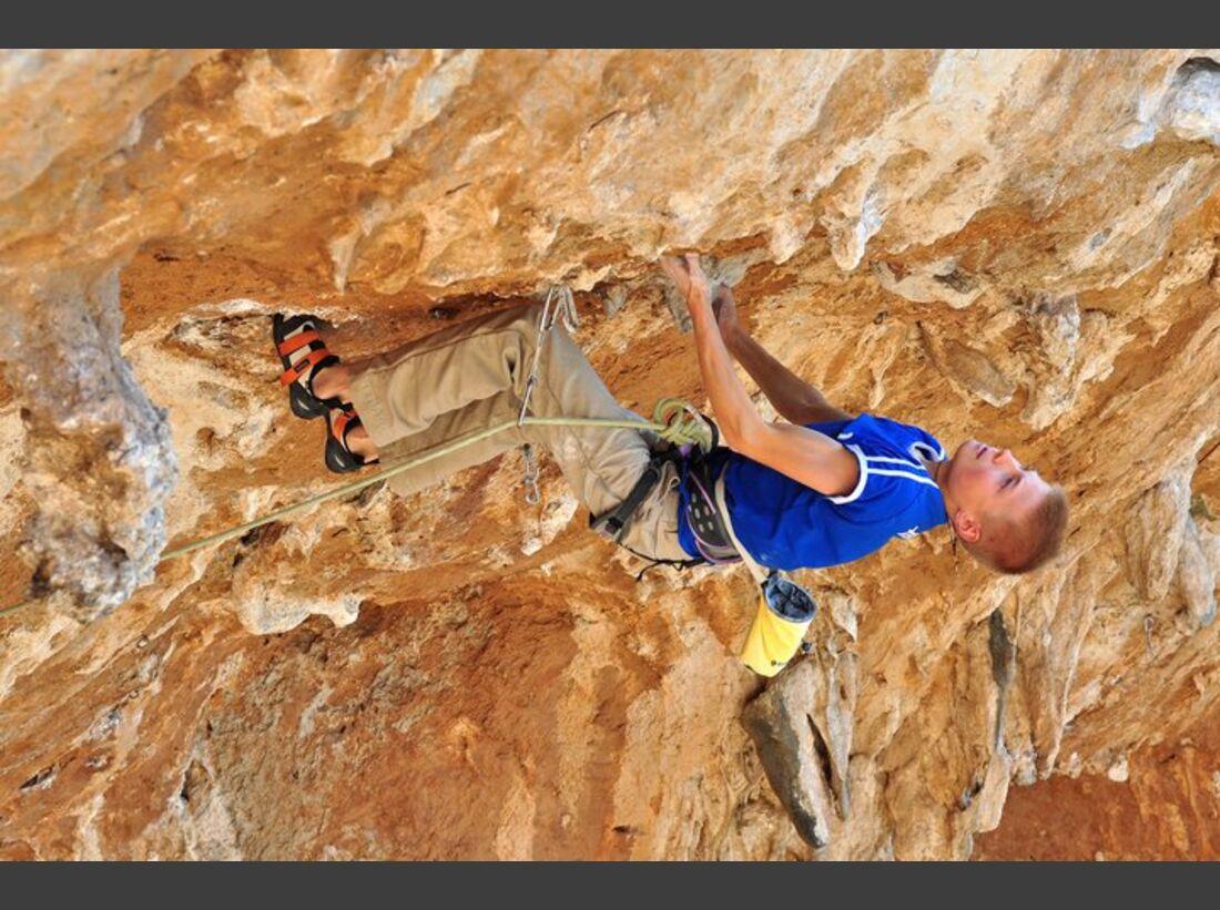KL Alexander Megos klettert auf Kalymnos