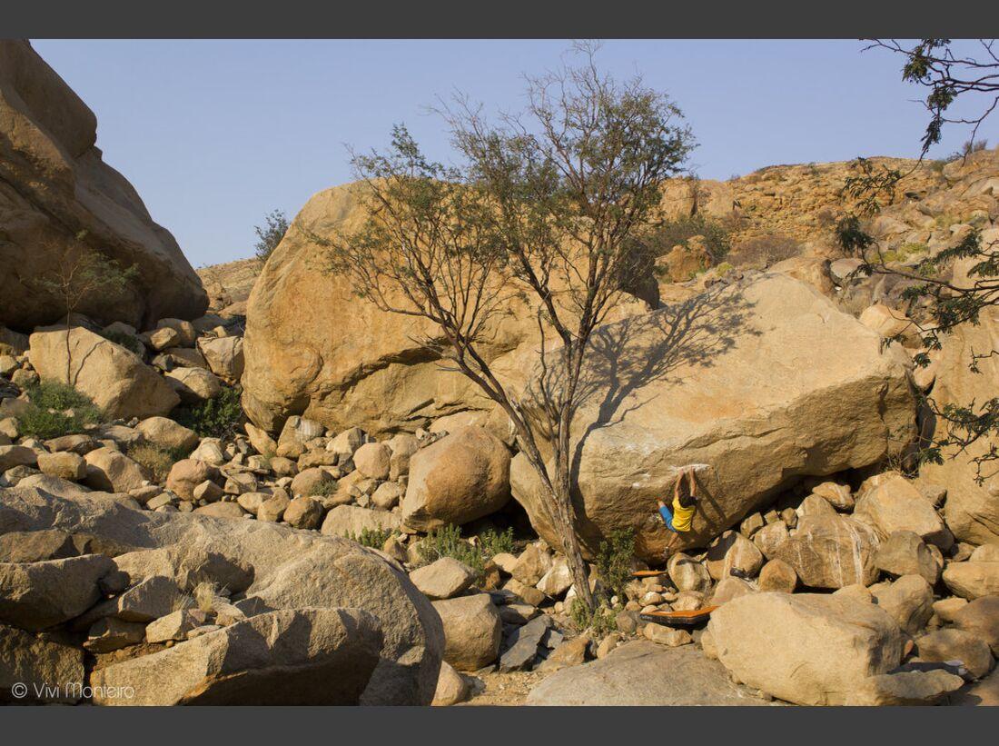 KL-Bouldern-in-Namibia-c-Jean-Louis-Wertz-Steph_7c_0504A (JPG)
