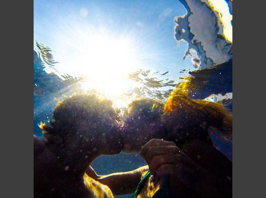 KL Chris Sharma knutschend unter Wasser