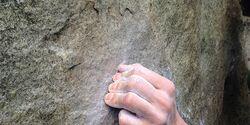 KL Finger aufstellen beim Bouldern, Duel Fontainebleau Frieder Warth