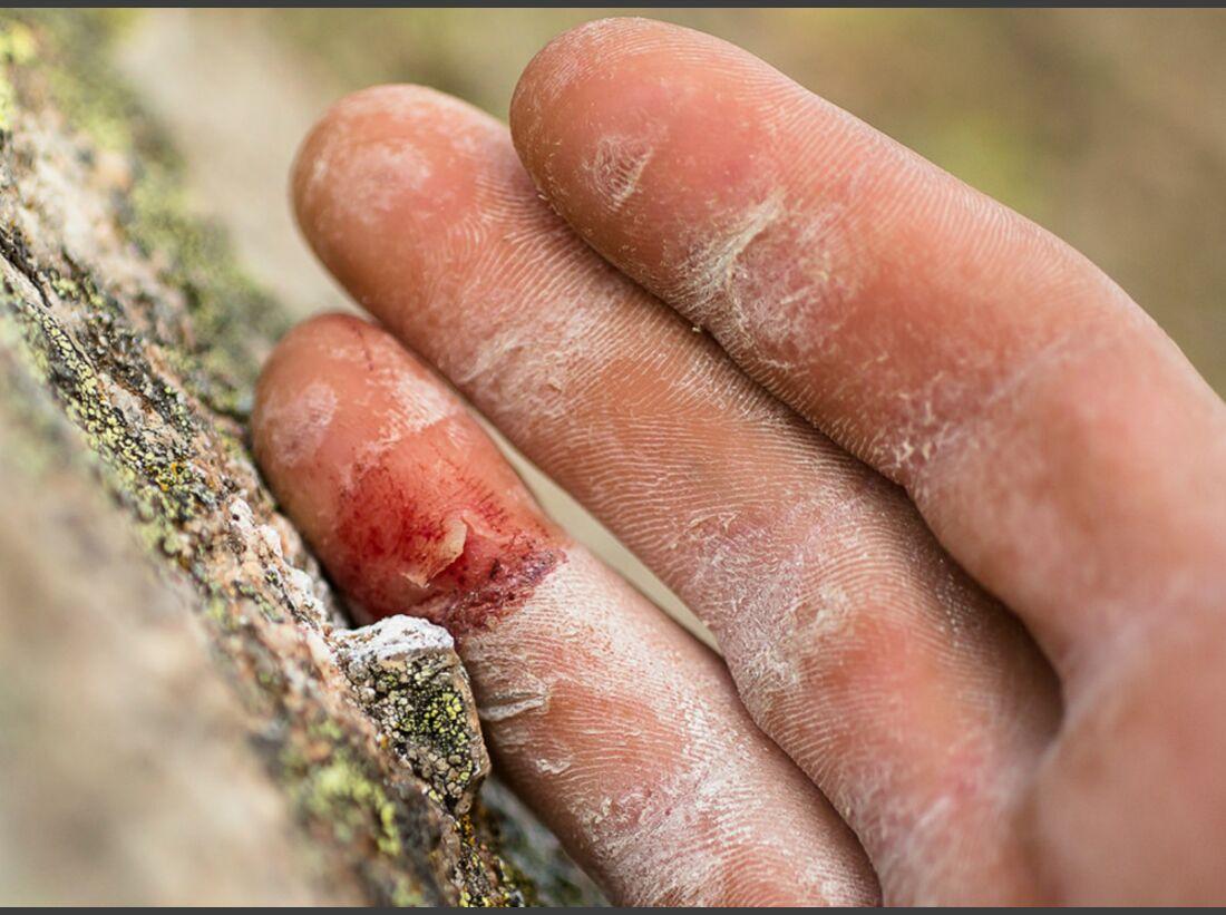 KL-Petzl-Roctrip-2014-Finger-Fels-Bouldern-Prilep-Mazedonien-c-Lafouche (jpg)