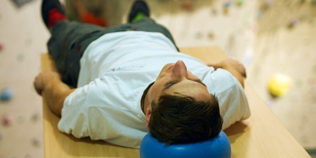 KL-Uebung-gegen-Nackenschmerzen-mit-Alexander-Hille-130 (jpg)