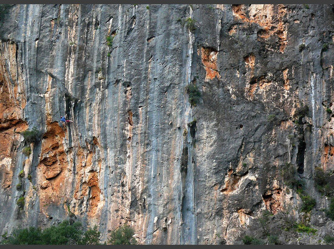 KL-klettern-auf-Mallorca-c-Mark-Glaister-Rockfax-Gubia-6c-Tufa (jpg)