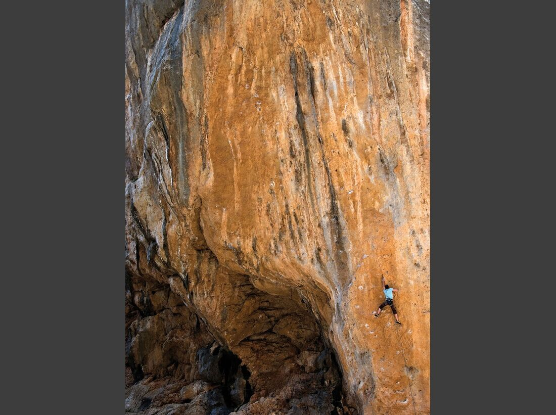 KL-klettern-auf-Mallorca-c-Mark-Glaister-Rockfax-Jack-Gorg-Blau (jpg)