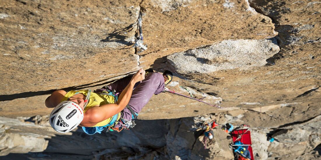 kl-alexandra-schweikart-free-el-capitan-alexandra-climbing-the-crux-pitch-beak-flake-5-13b-c-johnny-ingrisch (jpg)