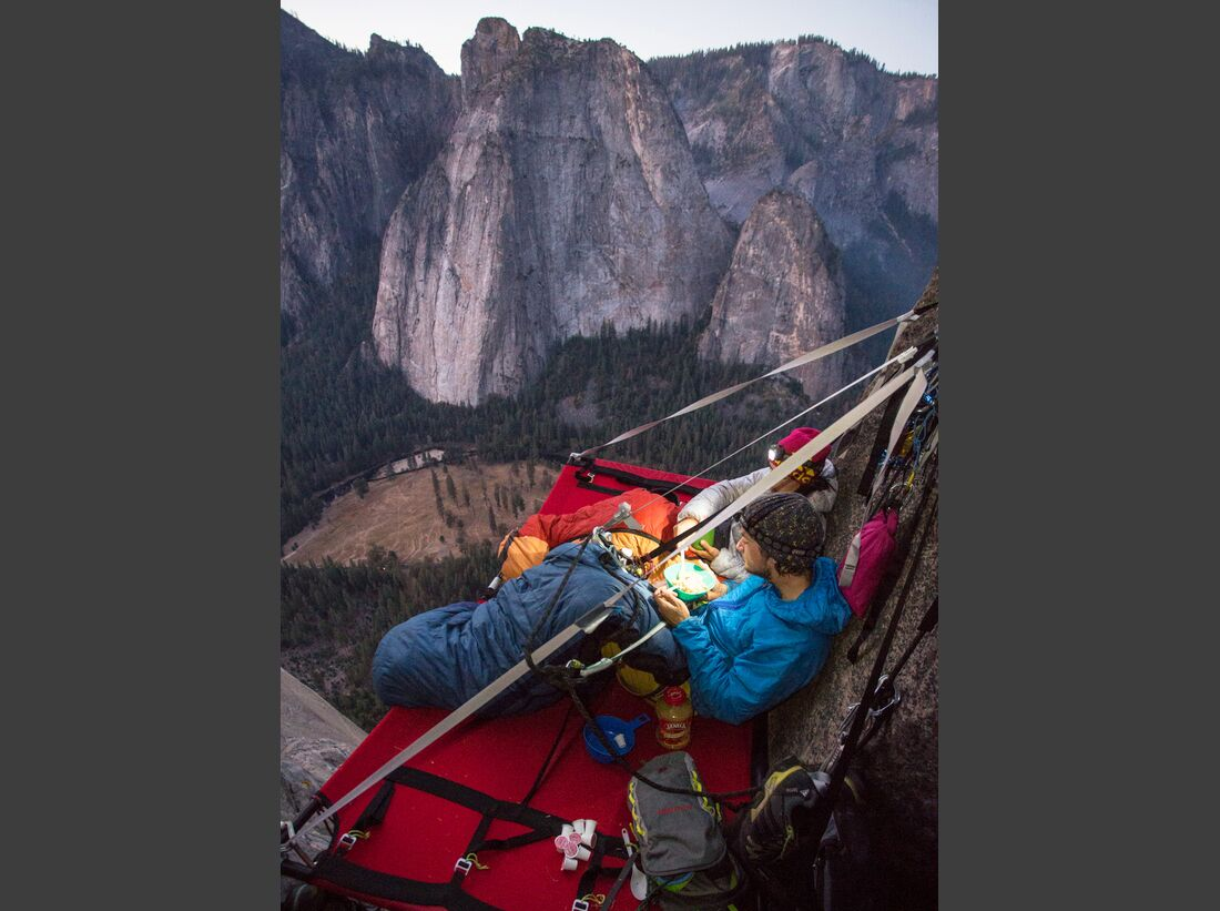 kl-alexandra-schweikart-free-el-capitan-portaledge-el-cap-beautiful-view-over-yosemite-valley-c-johnny-ingrisch (jpg)