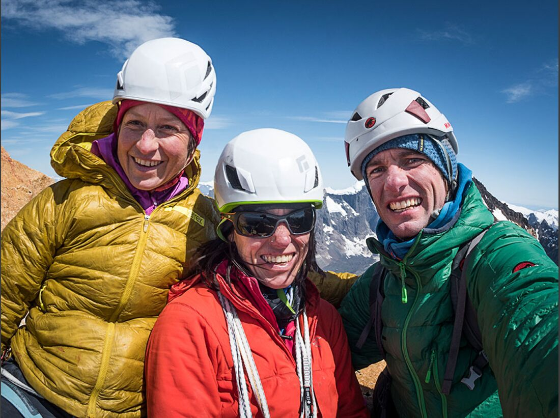 kl-ines-papert+mayan-smith-gobat-riders-on-the-storm-patagonia-c-thomas-senf-d215989 (jpg)
