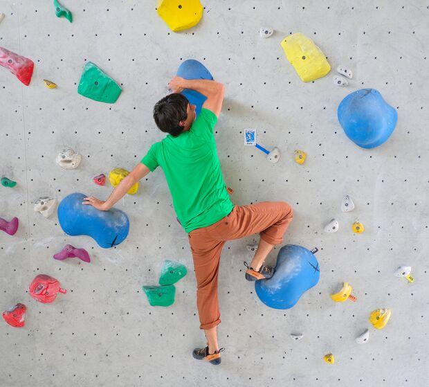 kl-klettern-ein-grad-schwerer-bouldern-19-04-10-Waldau-mit-Philippe417-copy (jpg)