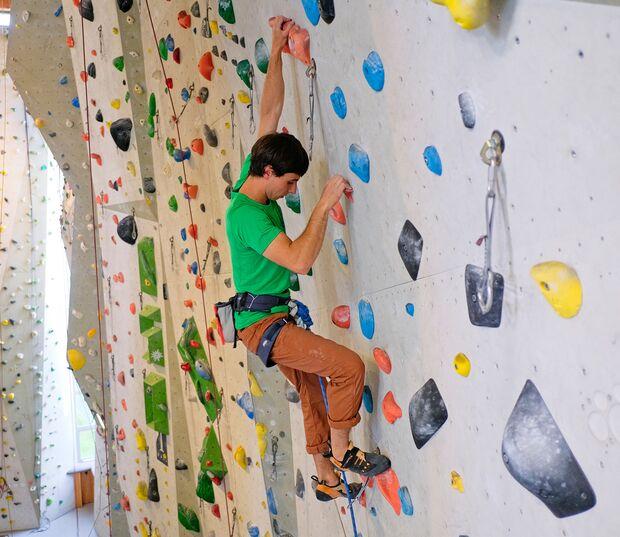 kl-klettern-ein-grad-schwerer-sechster-grad-19-04-10-Waldau-mit-Philippe299-copy (jpg)