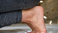 kl-klettern-fussgymnastik-uebungen-027-bearb-fersensitz-beuger (jpg)