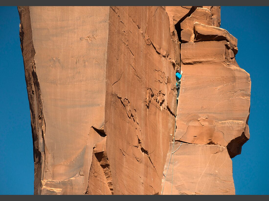 kl-klettern-usa-christian-pfanzelt-klemmgenuss-vom-feinsten-cody-scarpella-am-zeuss-tower-in-sisyphos-5-11r-canyonlands-175 (jpg)