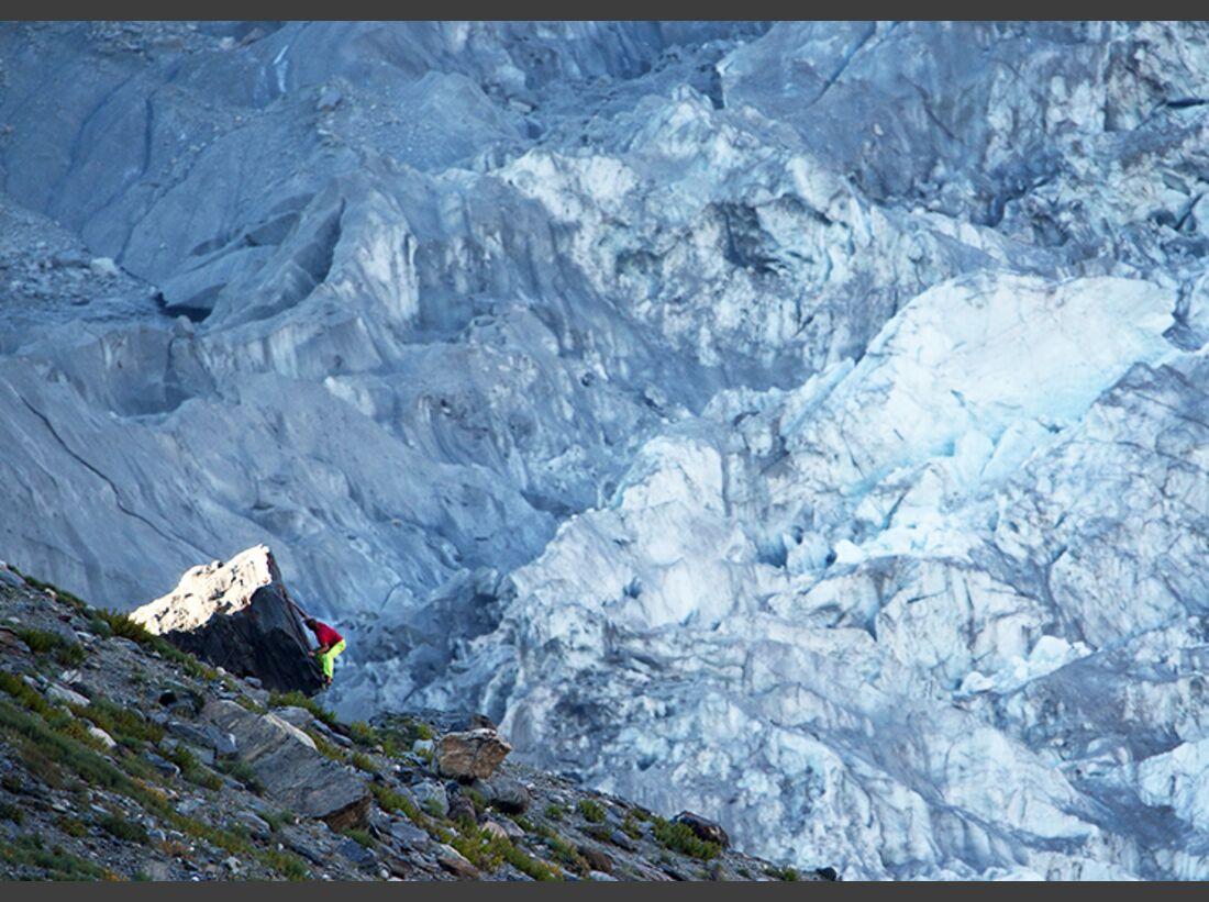 kl-pirmin-bertle-bouldern-vor-dem-nun-gletscher-IMG_4911 (jpg)