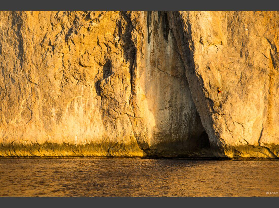 kl-reel-rock-12-chris-sharma-over-the-sea-by-adam-clark-2 (jpg)