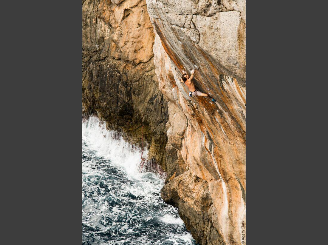 kl-reel-rock-12-chris-sharma-over-the-sea-by-adam-clark-3 (jpg)